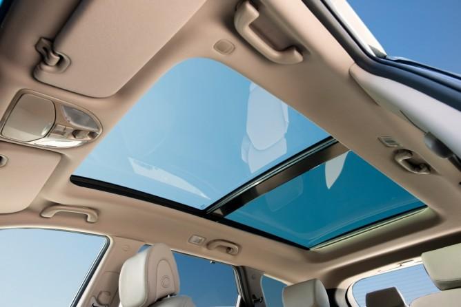 Hyundai là hãng xe đầu tiên phát triển túi khí cửa sổ trời