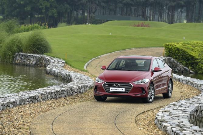 Hyundai Elantra áp dụng giá 2018 giảm đến 80 triệu đồng