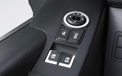 Cụm nút khóa cửa trung tâm và điều chỉnh gương chiếu hậu