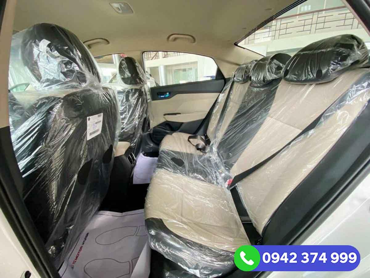 Hàng ghế thứ 2 Hyundai Accent